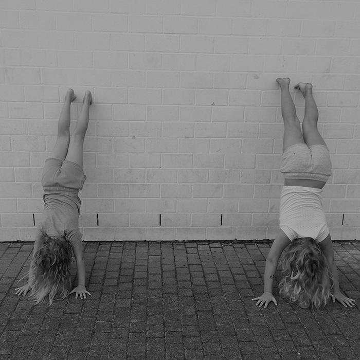 Kinder Stark Machen - Handstand Wall Walk